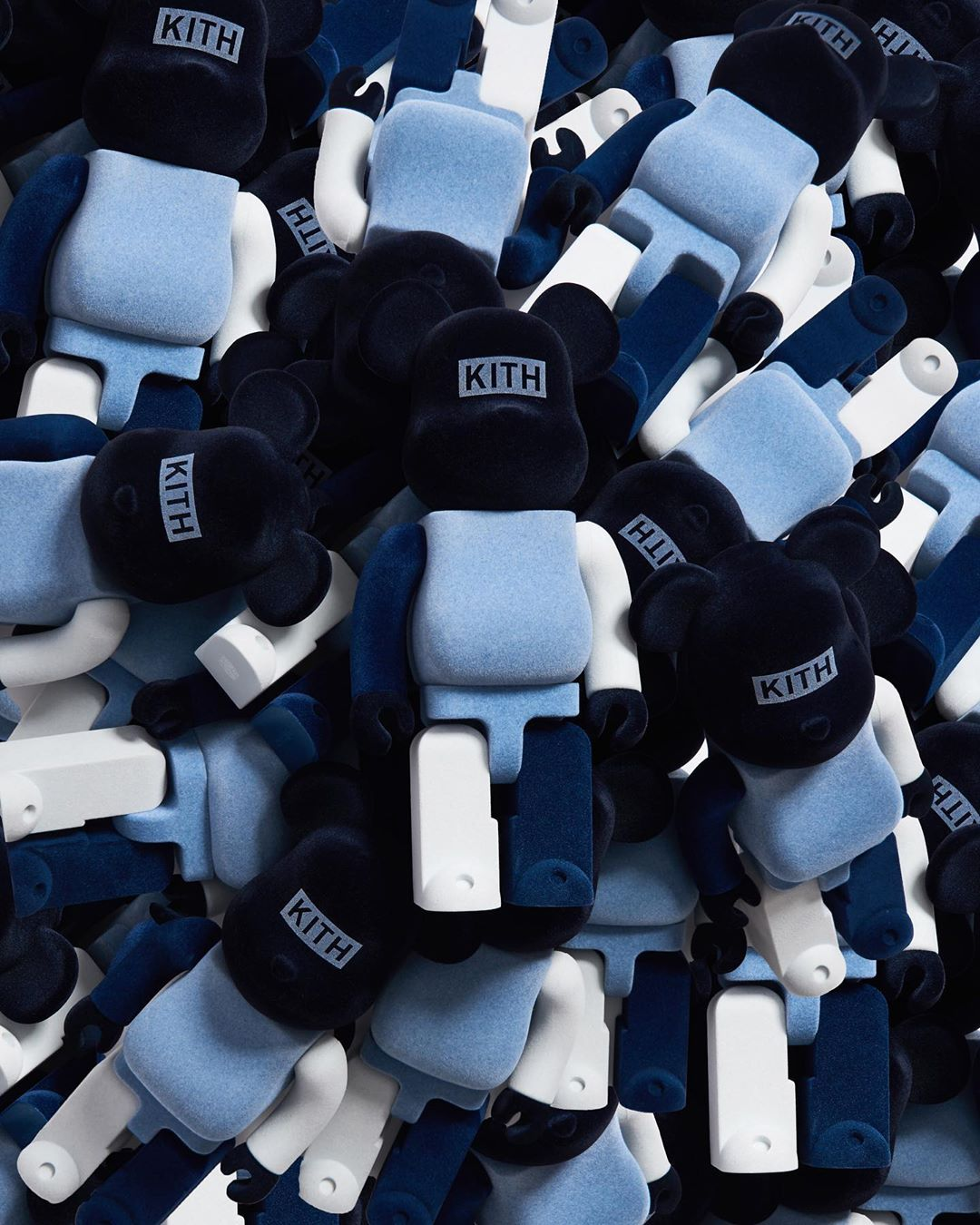 8月26日 Kith BE@RBRICK 100 & 400% マンデープログラム限定販売ベアブリック とアパレル